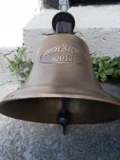 Do zvoničky v Holšicích se vrátil zvon