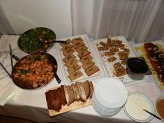 Krevety vchorizu abílém víně, rukolový salát, focaccia stelecí paštikou, kachní foie gras voříškách aostružiny
